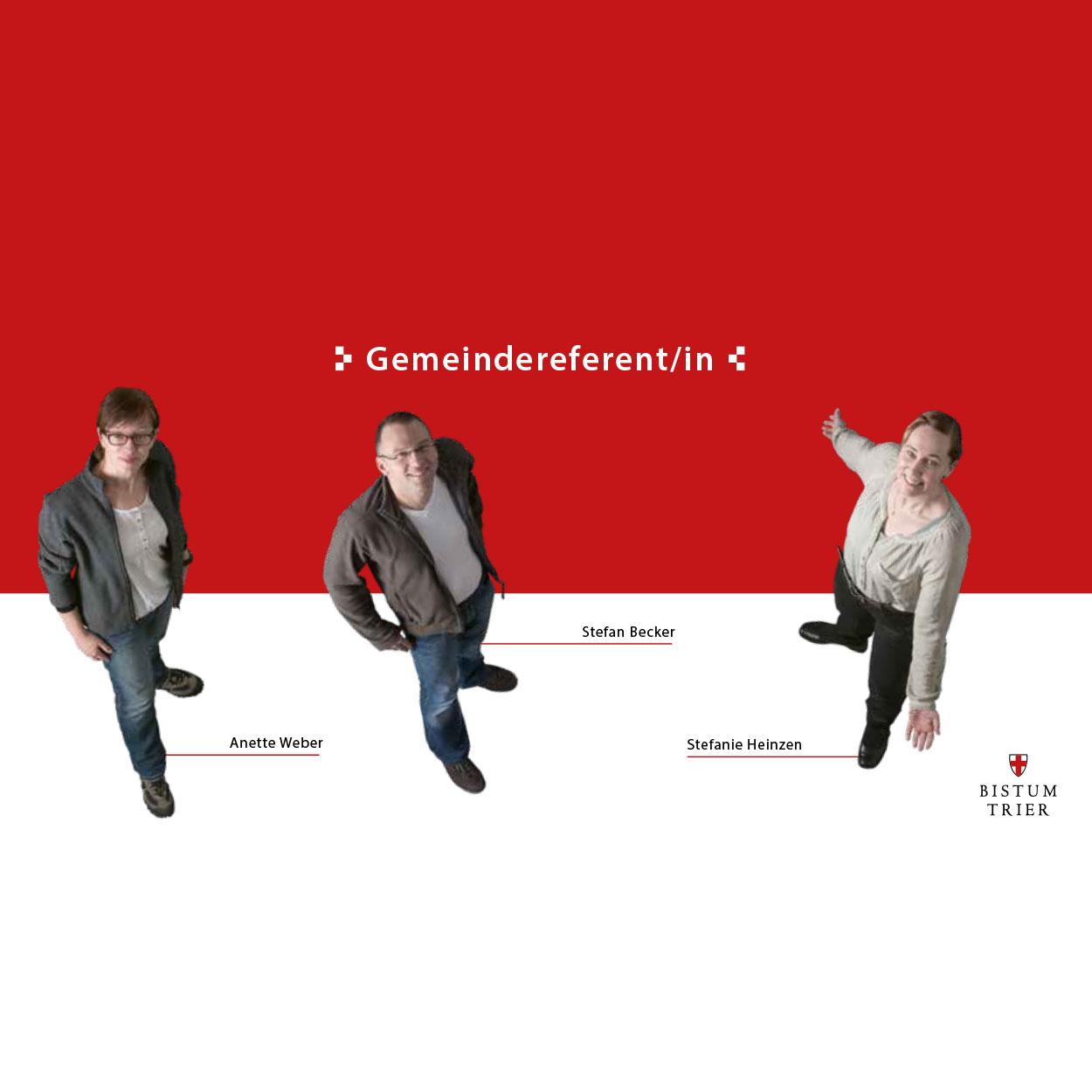 Ein rot-weißes Prospekt mit der Überschrift Gemeindereferent. Aus der Vogelperspektive sind 2 Frauen und ein Mann fotografiert. Sie schauen von unten nach oben in die Kamera.