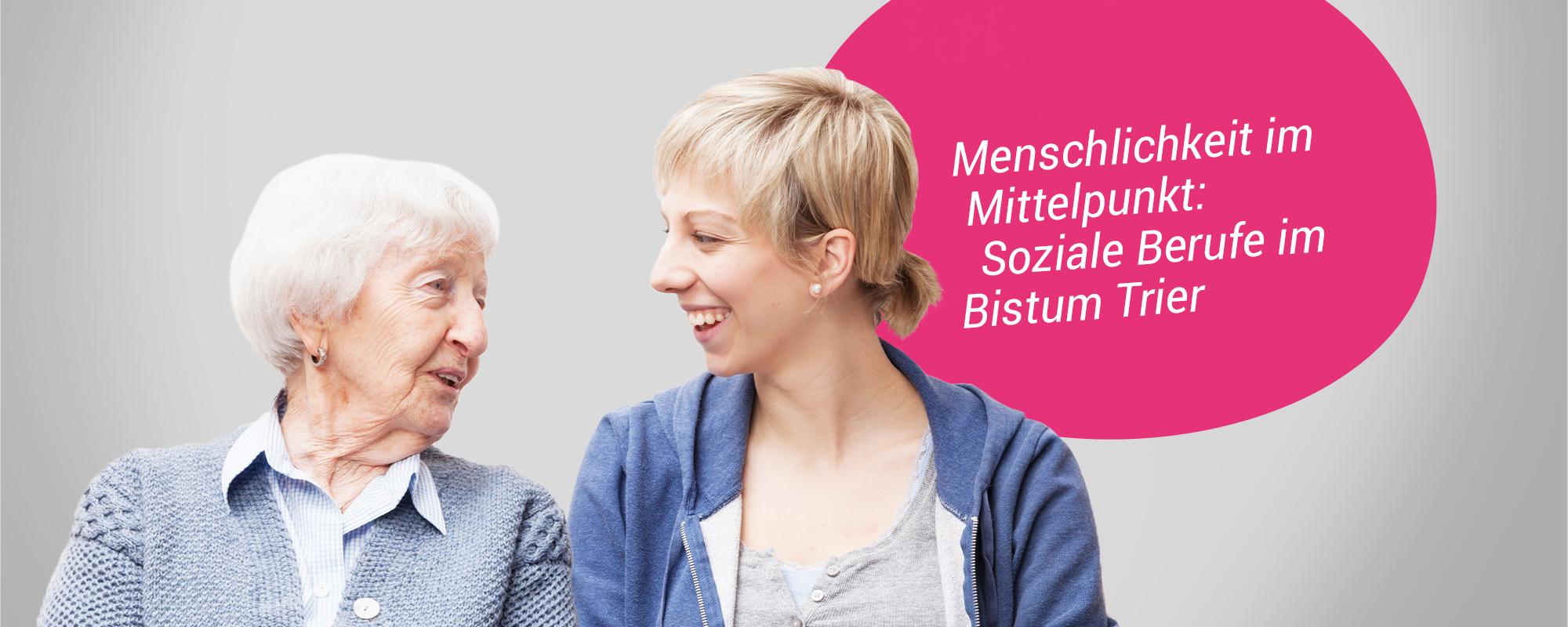 Eine junge Frau unterhält sich mit einer alten Dame. Beide schauen sich lachend an.